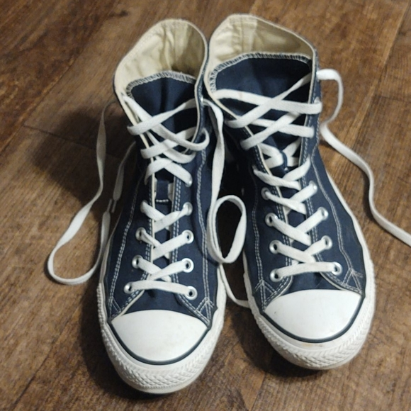 Like new Converse classic All Stars high tops